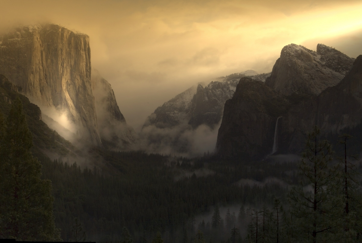 A view of Yosemite Valley in the fog from up high