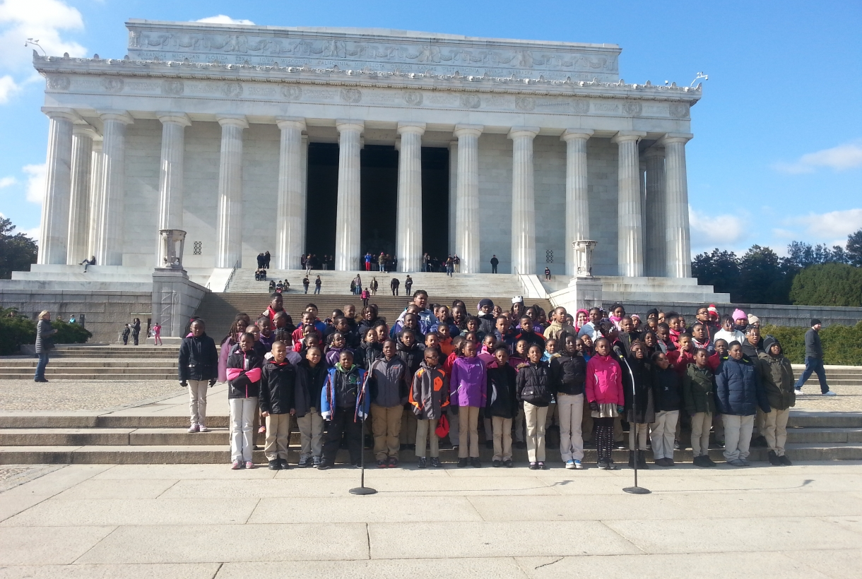 Elementary schools students at the Lincoln Memorial