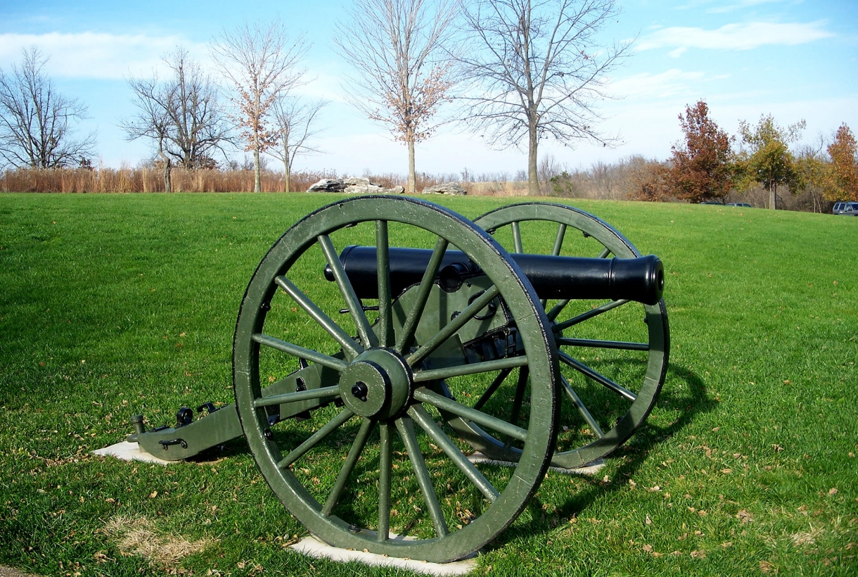 Image of cannon on green grass at Wilson's Creek Battlefield