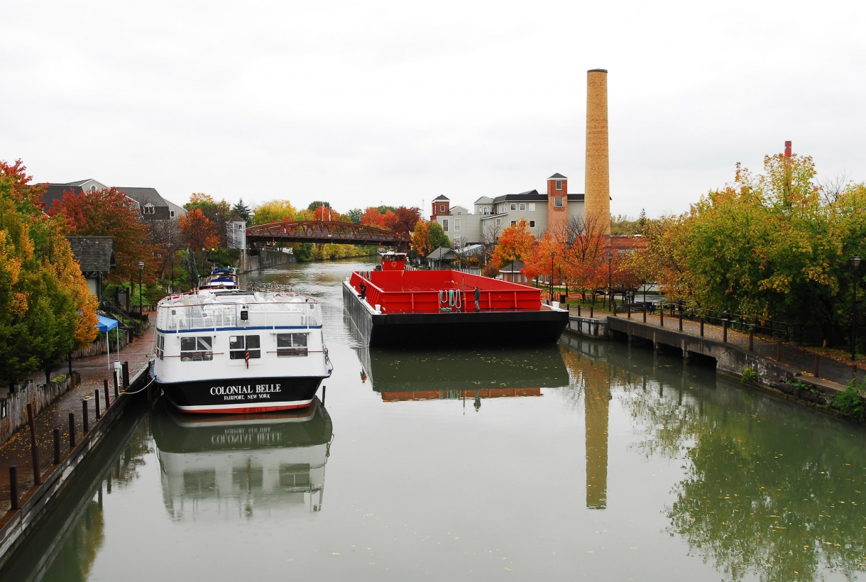 Boats along the Erie Canalway