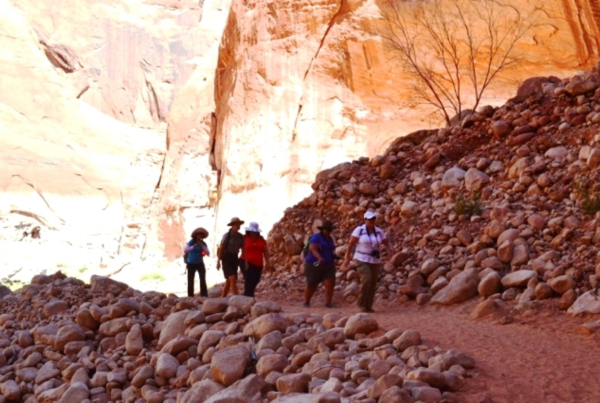 Hikers on Glen Canyon trail
