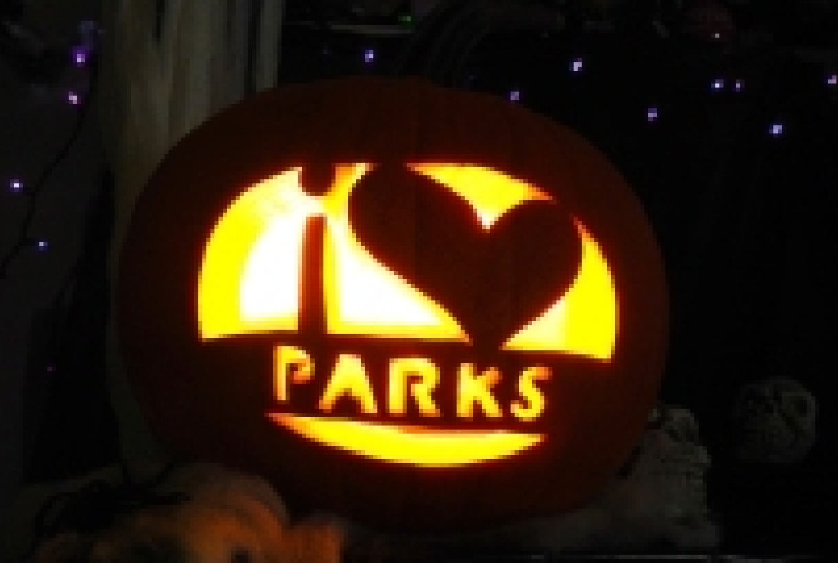 "Carved pumpkin that says, ""I heart parks"""