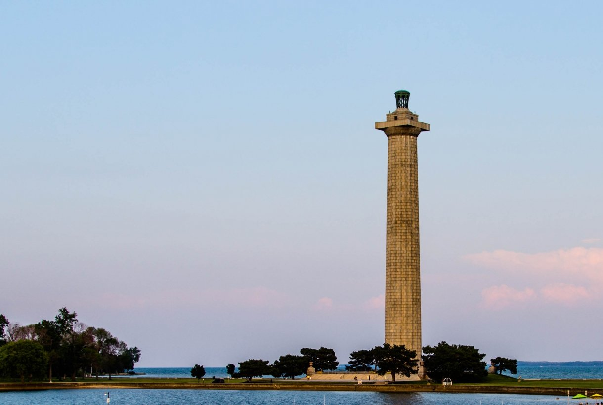 Image of cylindrical Perrys Monument on the Ohio Water