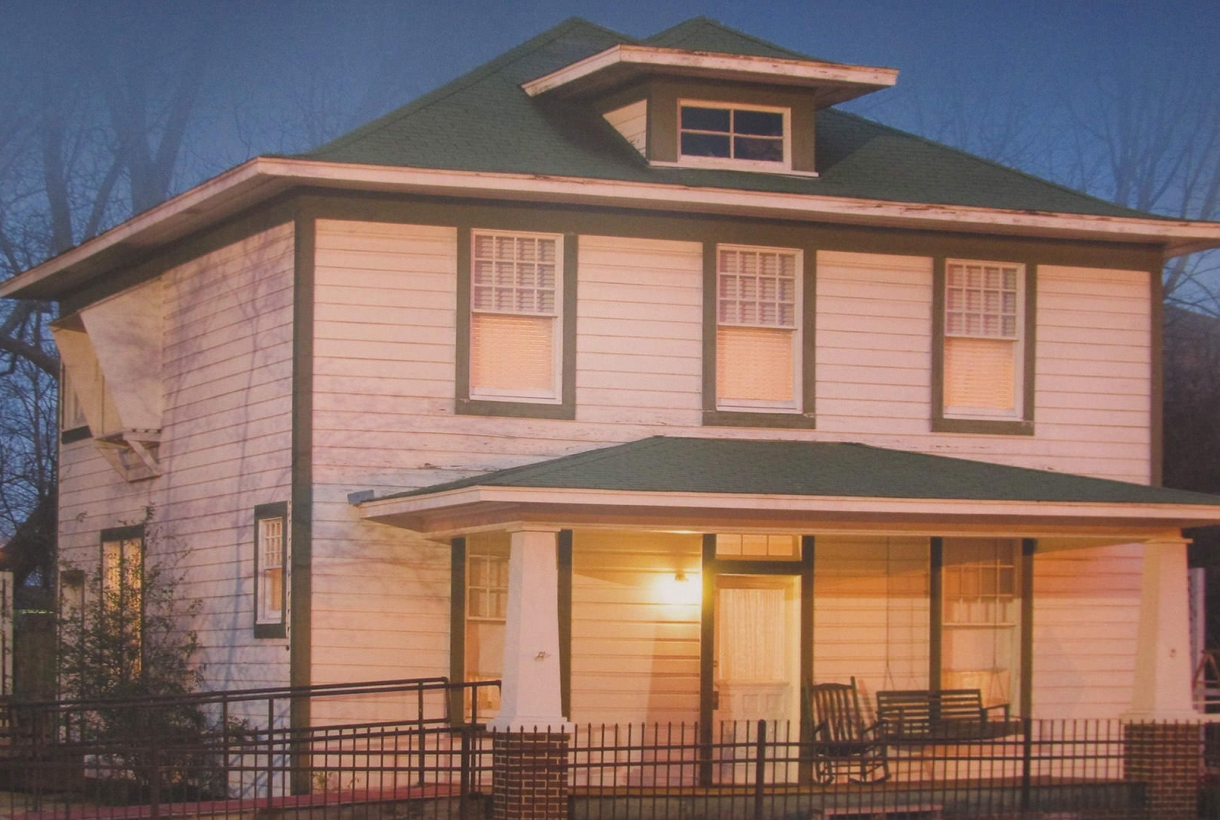 Childhood home of President Clinton is a two story white clapboard house with green trim