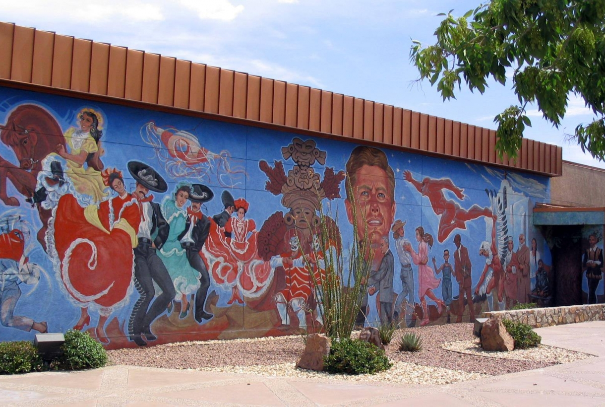 Mural painted on a wall of different people at Chamizal National Monument
