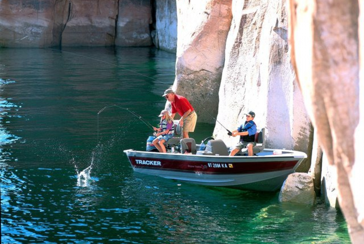 Family fishing on Lake Powell