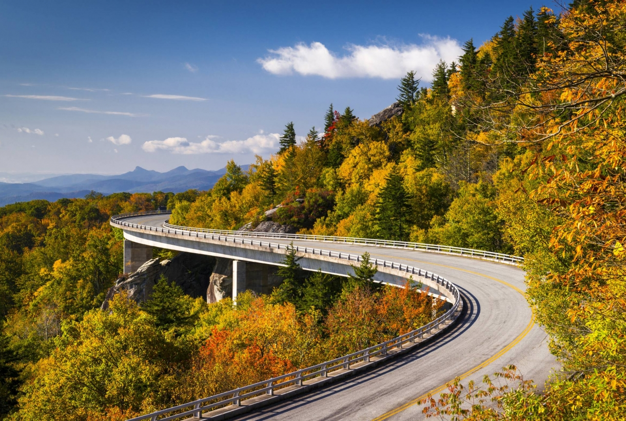 A bend in the road along the Blue Ridge Parkway
