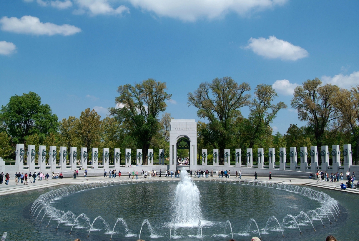 Image of Washington, D.C.'s WWII Memorial with blue water around