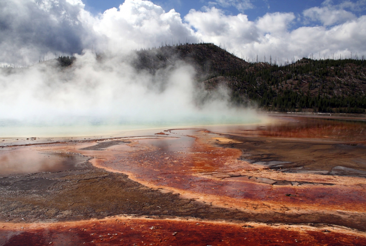 Image of Yellowstone National Park natural geysers and wonders