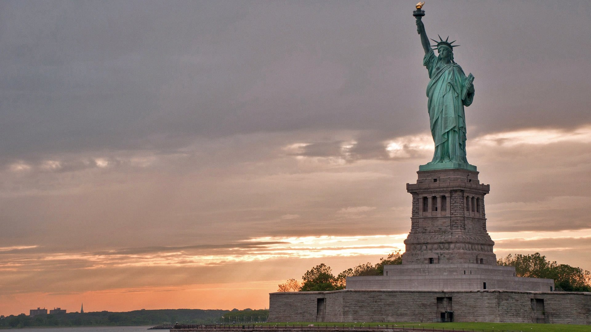 Statue Of Liberty National Park Foundation - Where is the statue of liberty located