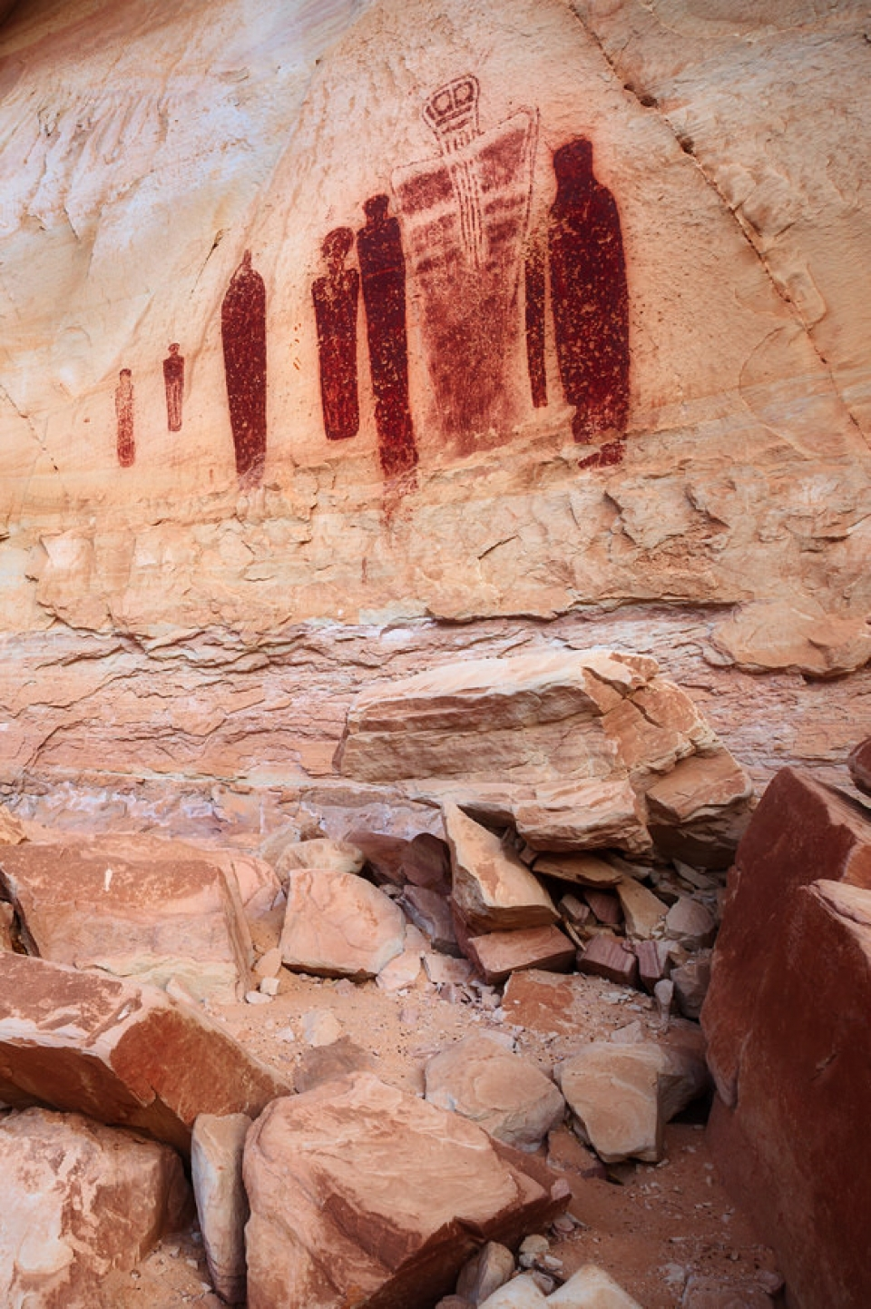 Red cave drawing inside Canyonlands National Park cave