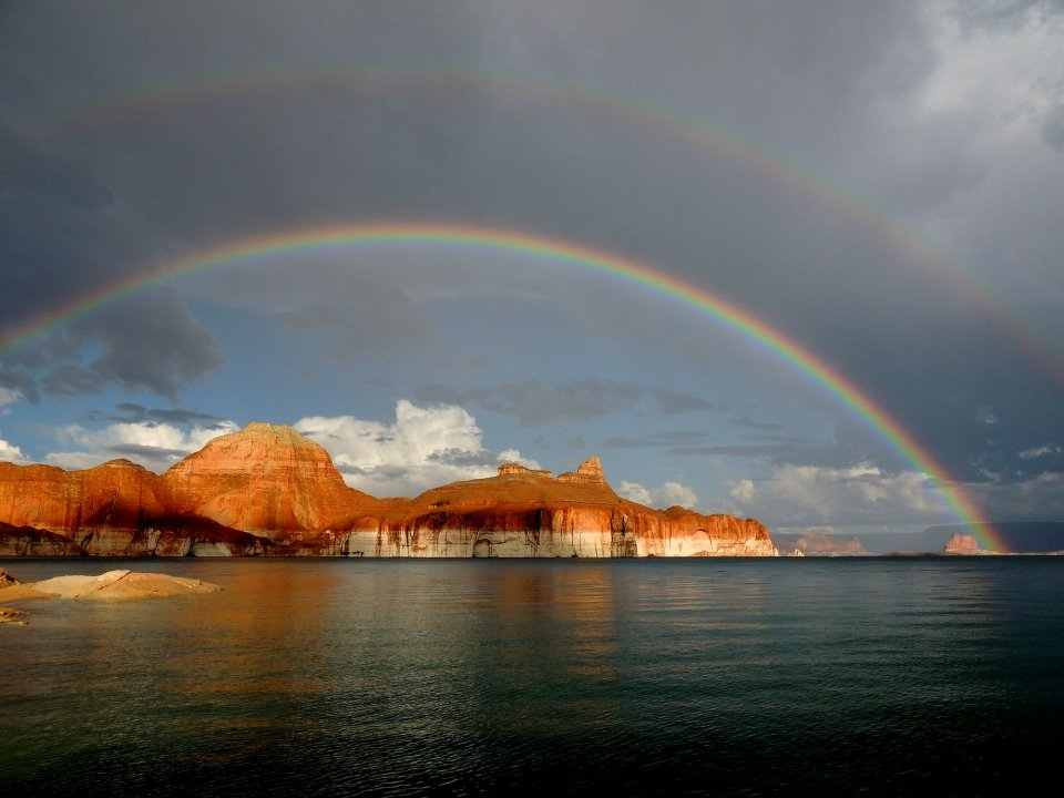 Double rainbow appears over Lake Powell