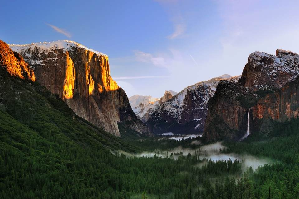 A snow-dusted Yosemite Valley at Yosemite National Park