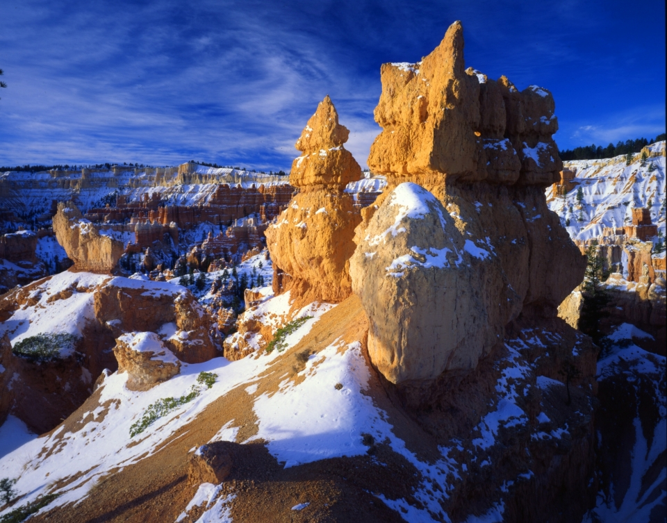 Sandstone hoodoo with snow at Bryce Canyon National Park