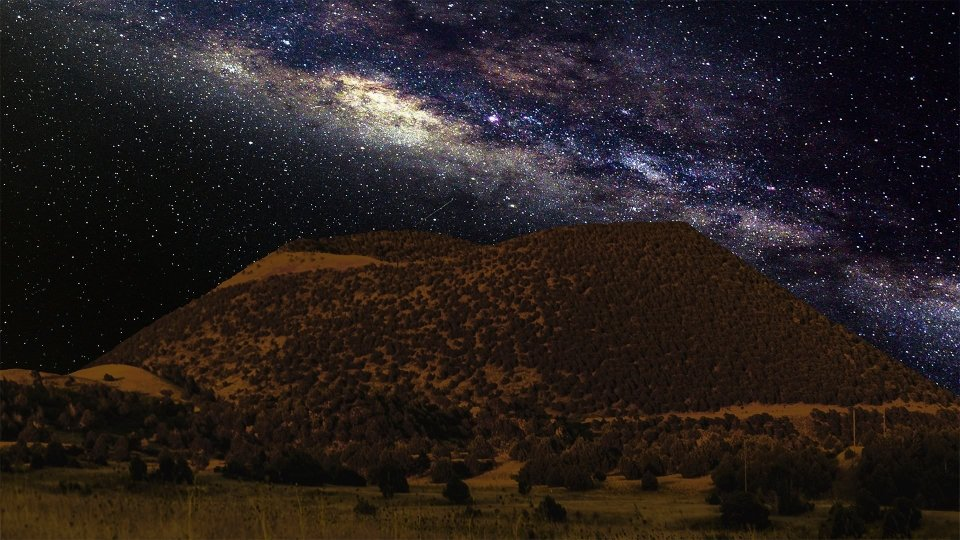 Milky Way over the mountain at Capulin Volcano National Monument