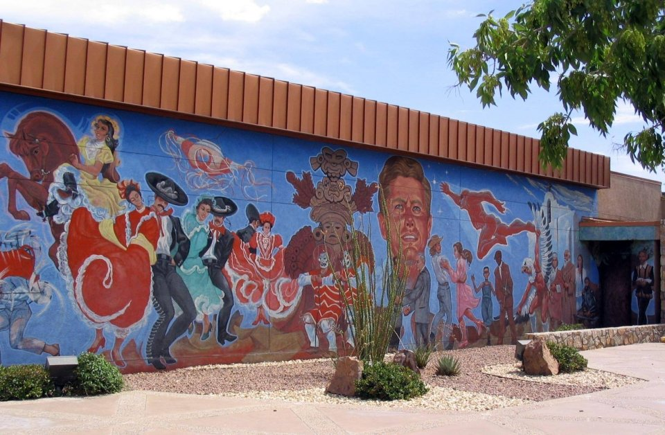 Mural painted on a wall of different people at Chamizal National Memorial