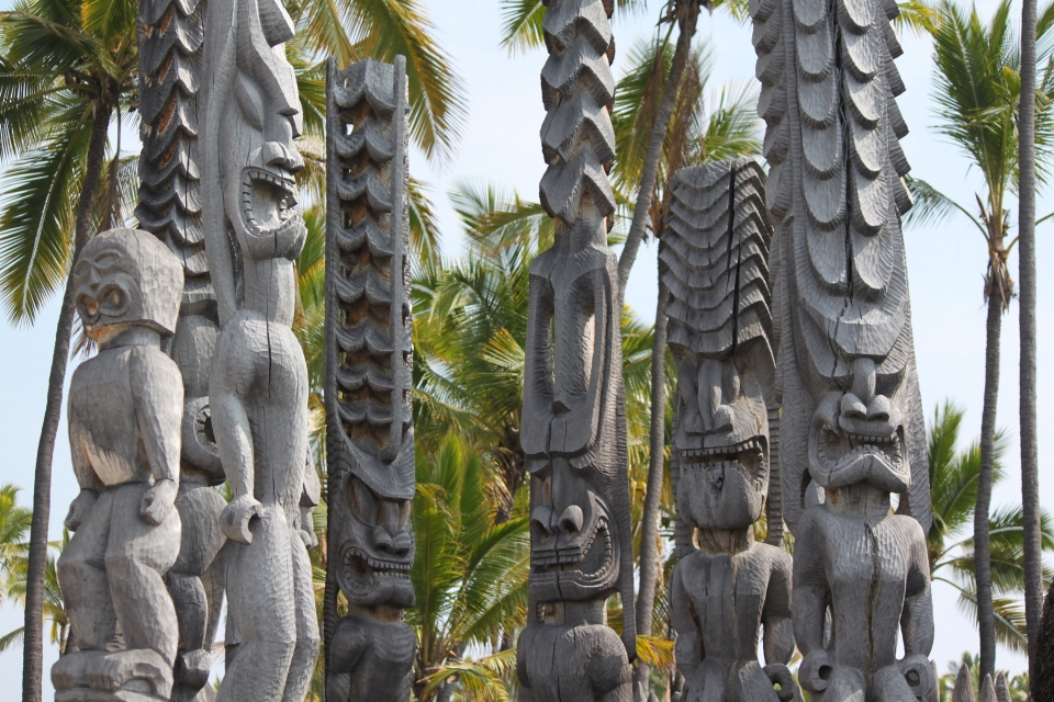 Wooden tiki carvings at Puʻuhonua O Hōnaunau National Historical Park