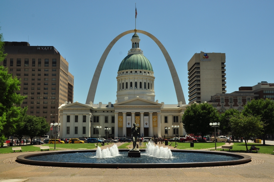 The Gateway Arch appears to tower above the Old Courthouse and fountain at Jefferson Expansion National Memorial.