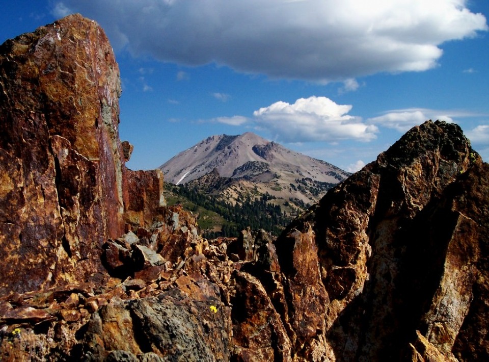 View between red rocks from Brokeoff Mountain at Lassen National Park