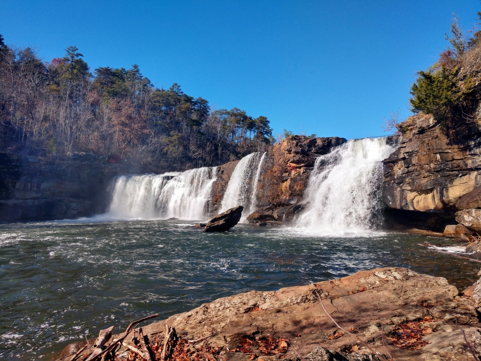 The 45 ft / 13.7 m Little River Falls is one of the main attractions at Little River Canyon. As Little River is almost solely dependent on rainfall for its flow, the size of the waterfall can vary greatly from day to day, especially in the summer.