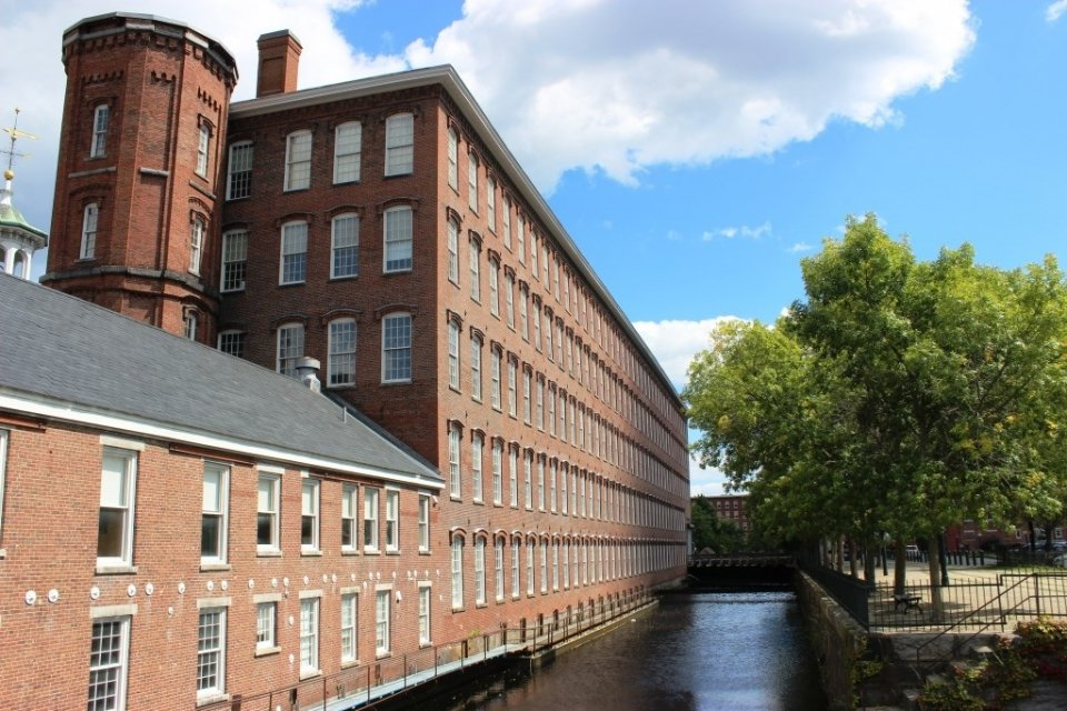 The brick Boott Cotton Mills Museum next to the canal at Lowell National Historical Park