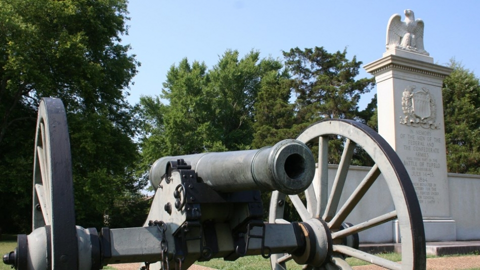 Cannon and Monument at Tupelo National Battlefield