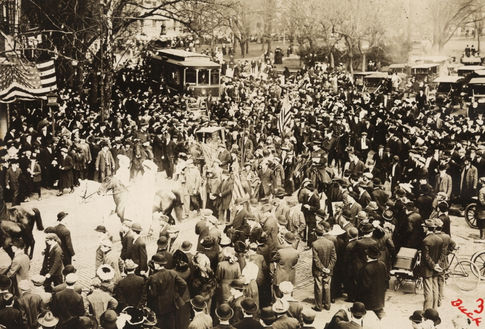 Washington in March 1913 of Rosalie Jones' band of pilgrims on their trip from New York to the National Capitol to ask President Wilson to give his support to the national woman suffrage amendment.