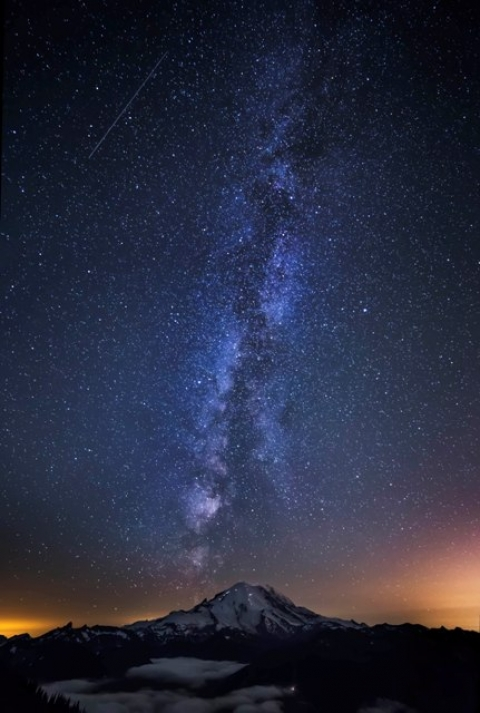 Mount Ranier beneath the Milky Way, photographed by Andy Porter