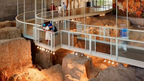 Visitors at Waco Mammoth National Monument